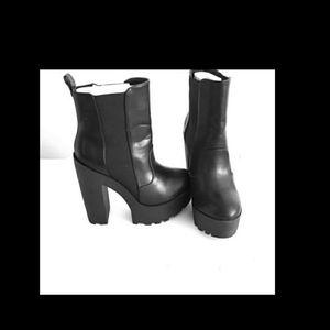 Black Chunky Heels Boots